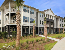 Short Stay Apartments in Summerville at Alta Brighton Park